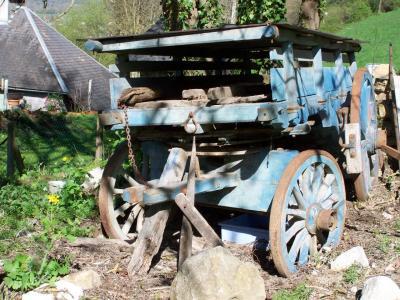 Le charme de la vieille charrette bleue
