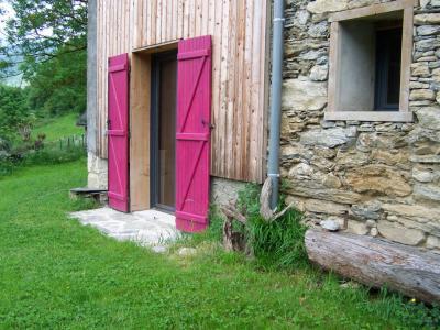 Porte fenêtre donnant dans le jardin